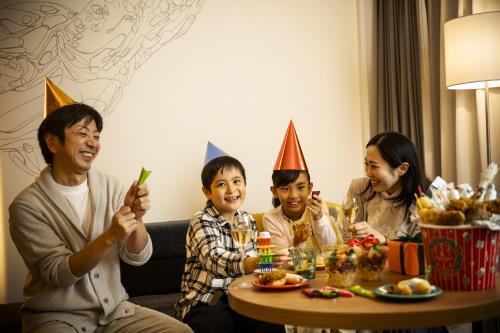 GoToトラベルキャンペーン割引対象 【◆Red Christmas&NewYear◆】お部屋でホムパ♪家族で楽しむパーティー<パーティーバーレル付>/フリッパーズルーム