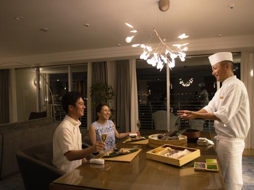 WEB事前決済限定【◆一部屋だけの贅沢◆】料理長がふるまうスイートルームディナー<2泊~>