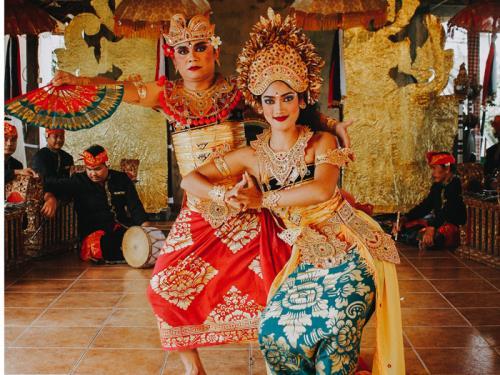 【グループホテルで楽しむガルーダナイトショー&ディナー】インドネシア、バリ島の本場ダンサーが繰り広げる南国の夜<2食付>