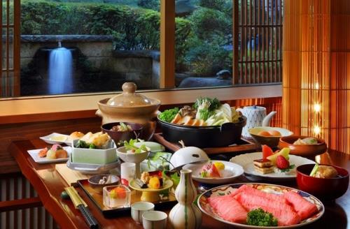 山形牛すき焼きの鍋を囲んで過ごす特別な日【個室会食処・蔵膳】