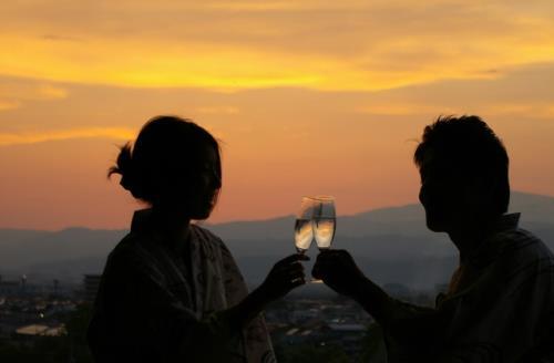 滝の湯自家製ワイン&ホールケーキでお祝い♪大切な人と温泉で過ごす記念日プラン